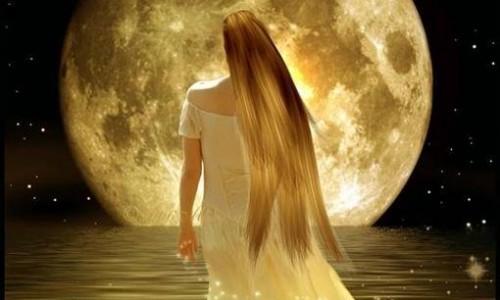Le donne sono come la luna: con due volti. Uno chiaro e uno scuro.